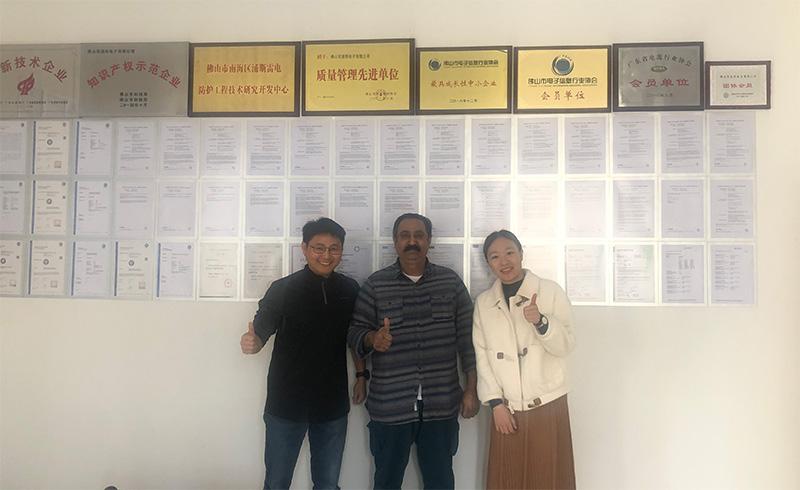 Cliente de Pakistán visitó Prosurge para negocios de protección contra sobretensiones